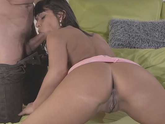 Sex with a horny brunette mom