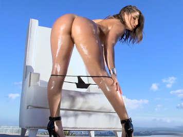 Abella Danger, her oiled Ass Is too Dangerous