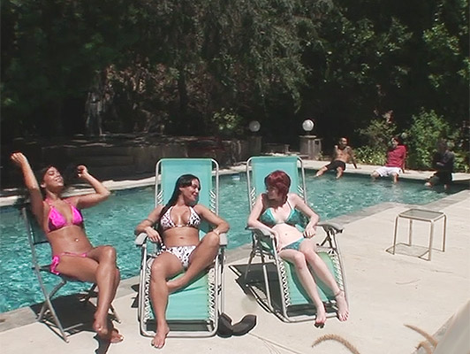 Sex party in the pool of single girls