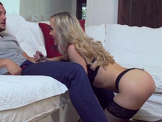 Madurita en lenceria sexy tiene ganas de sexo