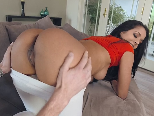 Brunette girl gets a good cumshot in her ass