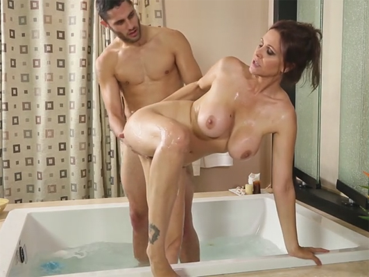 Massage with many sexual pleasure with Julia Ann