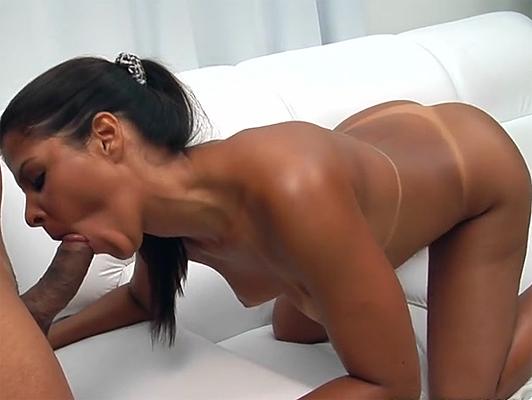 Sexo con una prostituta brasileña culona y tetona