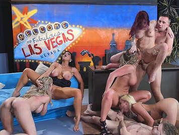 Orgia pornostar in uno show televisivo dal vivo e diretto
