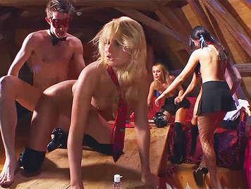 Fiesta anal privada, con colegialas cachondas