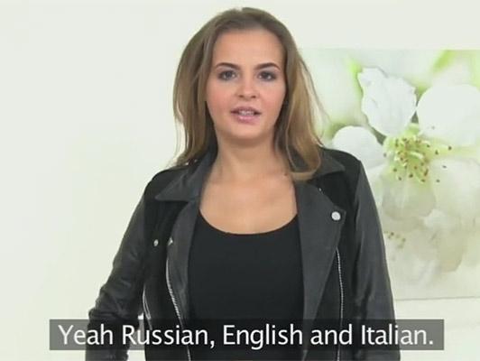 Ragazza, italo Russa in un falso casting porno con un agente di falso