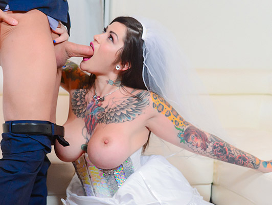 Bride busty, tattooed, sucking the cock of the man at his wedding