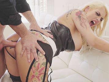 sesso anale brutale con la procace prostituta spagnola Candela X