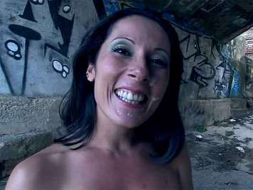 The Spanish Noemi Jolie fucked in the public receives a facial cum