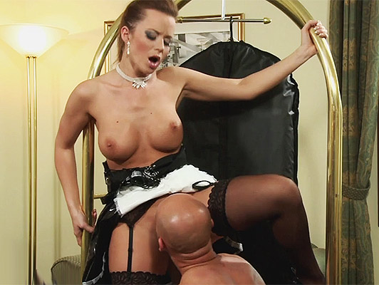 French maid enjoying an excellent session of oral sex