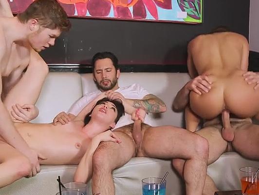 ragazze Rich ubriaco orgia di sesso tra di loro