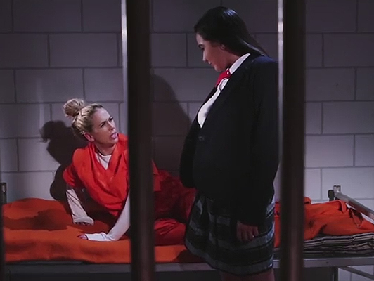 Lesbian sex between prison and police in the jail cell
