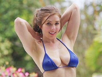 Bionda tettona con tette naturali in bikini scopata come una cagna