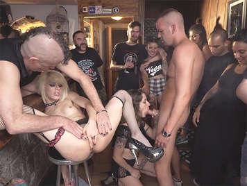 Festa di e il caos sessuale in un pub con Nora e Barcellona Rat Penat