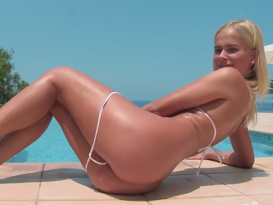 blonde model masturbates in the pool in sexy bikini