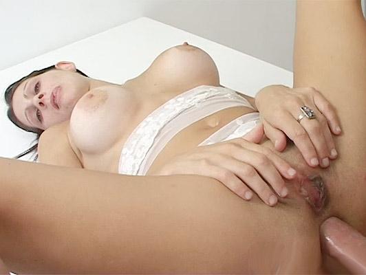 ragazza Argentina con grandi tette sodomizzata da un cazzo, penetrando suo buco del culo