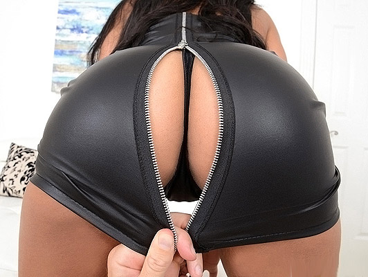 Fucks a black widow with a amazing ass framed in a black thong of leather