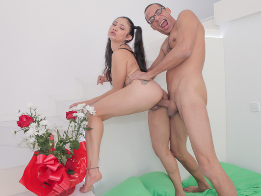 Young latina Jade Preesleyy fucking for money with Ramon Monstercock