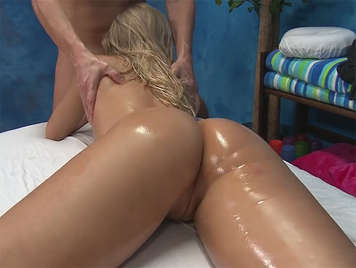 Massage with sex on the massage table to a blonde babe with oil in her ass