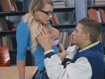 Insegnante cazzo studentessa procace con le trecce