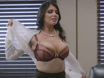 Sexo intenso con la secretaria mas puta de la oficina