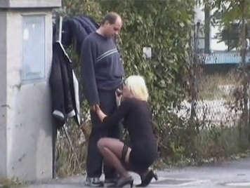 Voyeur graba en video casero a una pareja alemana follando por la calle