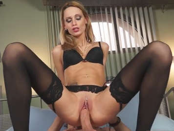 Le sexy portugais Erica Fontes dansant et baisant