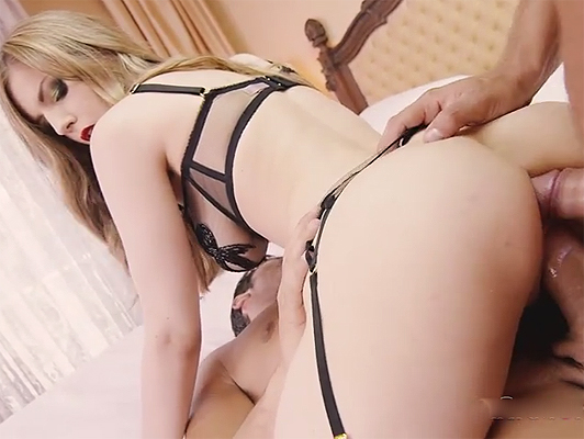 Stella Cox Loves big Cocks and enjoys with good dp's