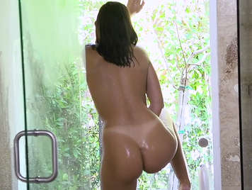 Enjoying in the shower of the ass of August Ames
