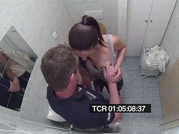 Sexo anal grabado con camara oculta en la consulta del doctor