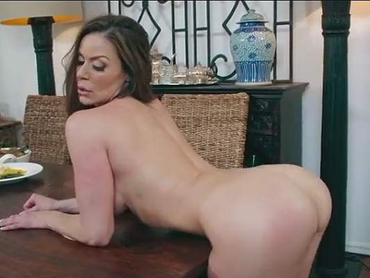 Slut mom fucking with Jordi el Niño Polla