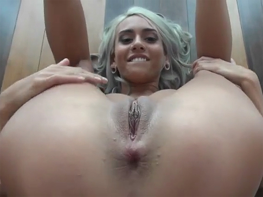 Flexible and pussy-haired girl in homemade porn video