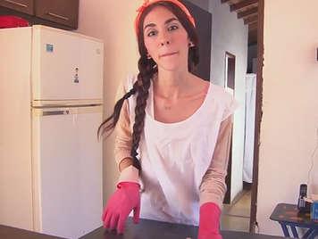 Se folla a la chica de la limpieza latina