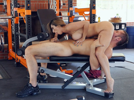Incredible blowjob in the gym of a mature busty with deep throat