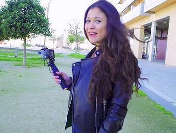 Latina sexy Jade Presley follada por un amateur por primera vez en el porno