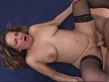 Madura española follando con un yogurin en video porno amateur
