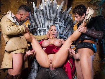 Parodia porno Juego de tronos sexual, tres pollas para la reina madre