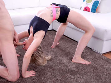 Fucking the pussy of an elastic and vicious lolita doing aerobic exercises