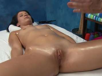 Massage with oil in the shaved pussy xxx