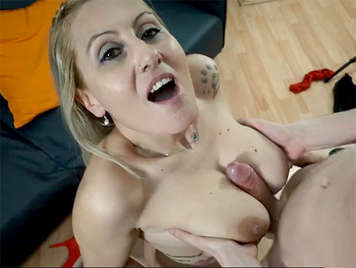 Spanish porn cumshot between the big natural tits of a very vicious Spanish milf