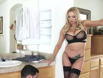Busty mature blonde in lingerie fucking with the plumber