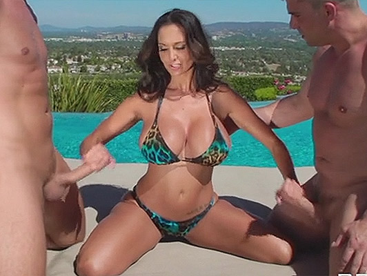 Double penetration to mature in bikini they put two cocks in her pussy and ass