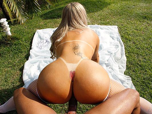 Bikini brasiliano marchi gran culo e tette fours cazzo duro
