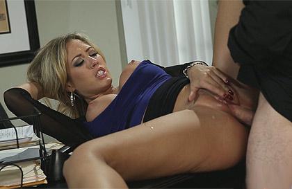 Gran secretaria madura tit