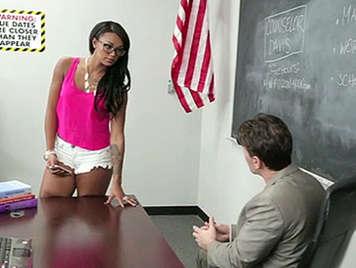 Harley Dean parla con il professore