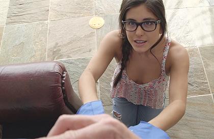 Jovencita con gafitas ofrece sexo para que la perdonen ...
