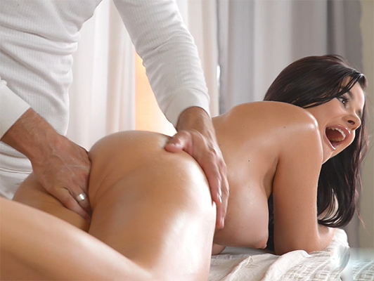 Nice Girl Gets Fucked In Her Ass By Massage Therapist