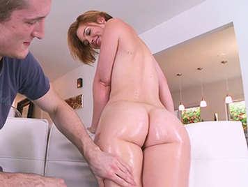 A natural redhead with a stunning ass