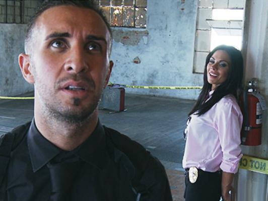 Polizia detective bruna cazzo enorme del suo partner, scopa