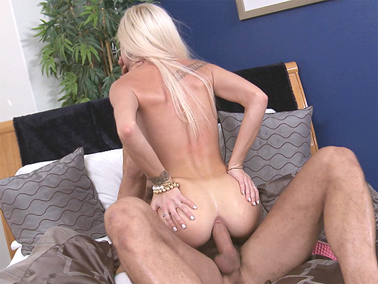 anal with pretty blonde gets stretched good